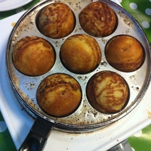 Æbleskiver or Danish pancake balls and in French: Beignets danoise is a local specialty that we enjoy at Christmastime. Photo Katrine Klinken