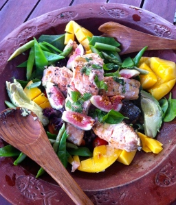A lovely and homy salad made by my cousin Anna in Australia with local avocado, mango, salmon and goodies. Photo Klinken December 2013