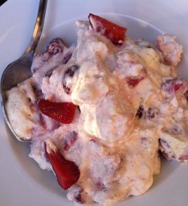 Eton mess er en enkel vidunderlig jordbærdessert - foto Katrine Klinken