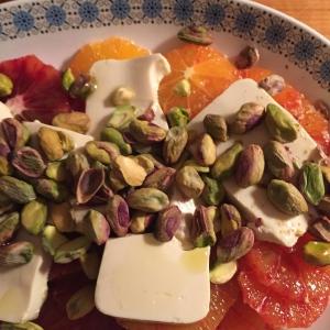 Appelsinsalat med silketofu og pistacienødder
